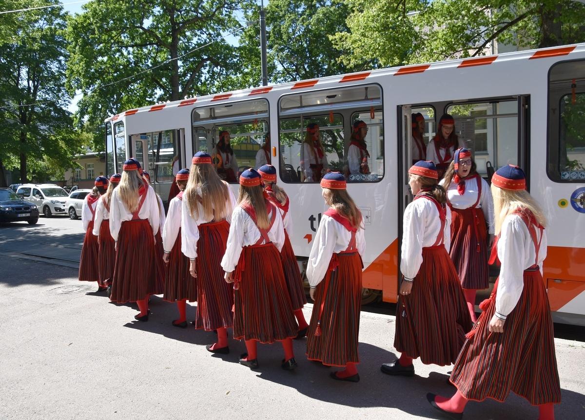 Tütarlastekoor Ellerhein sai nimelise trammi (foto: 22/23)