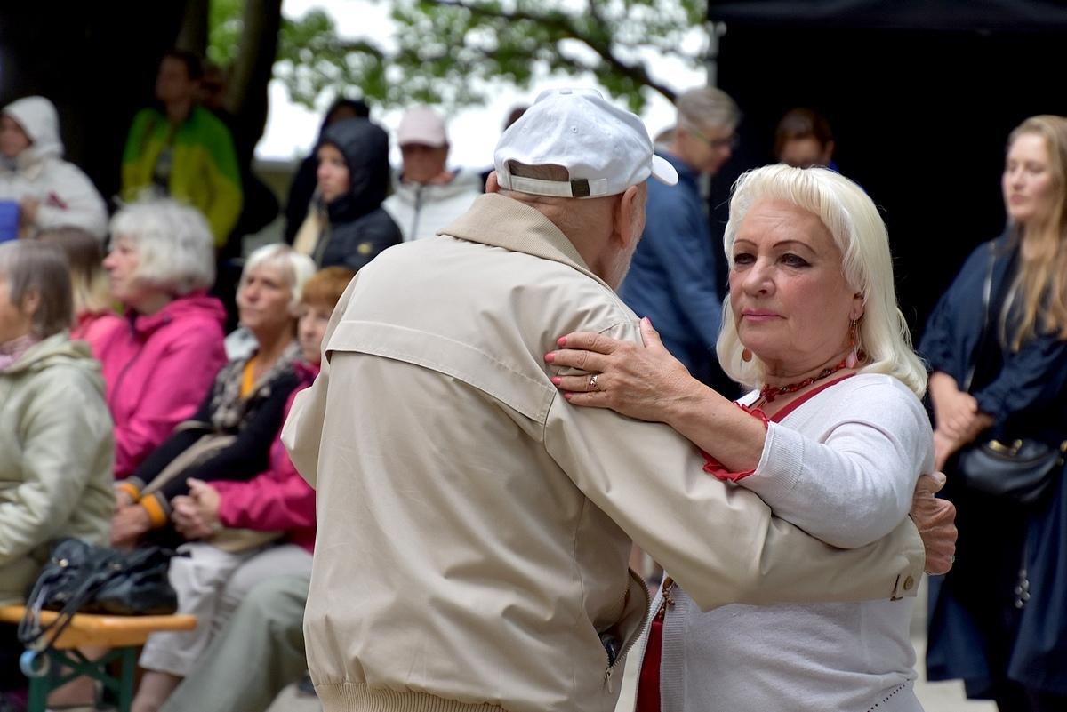 Liisi Koikson Poolamäe pargis